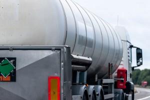 caminhão-tanque para transportar resíduos perigosos